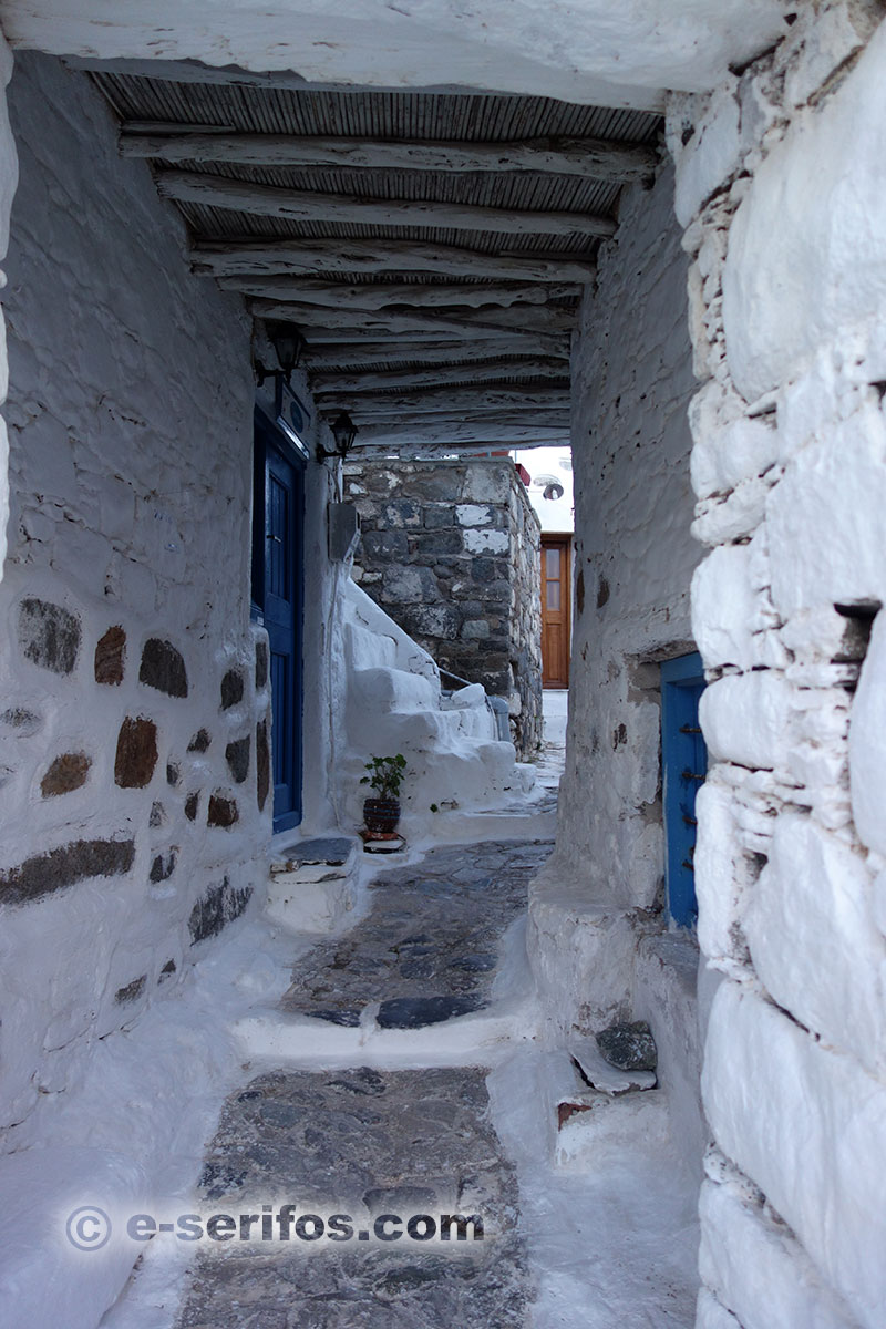 Paved alley with arch in Serifos