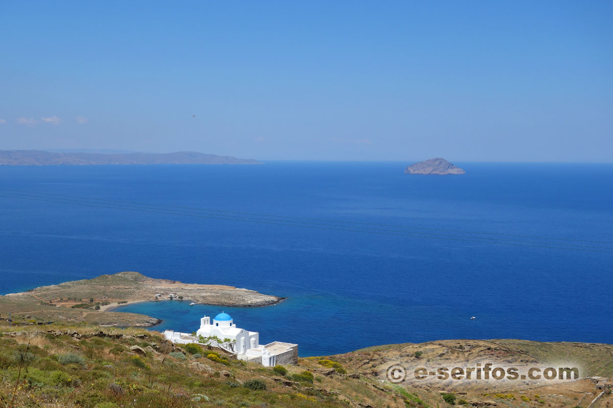 The chapel Panagia Skopiani and the beach of Platis Gialos